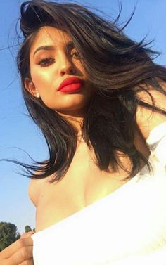 I'm a hot girl looking for a real man. Want to know me better? Find me