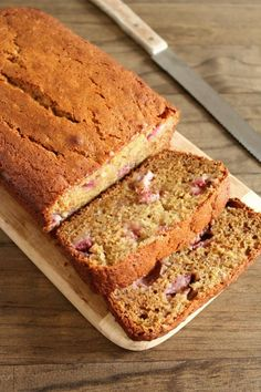 How incredibly moist & enticing does this Strawberry Banana Bread look!?!?