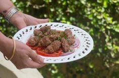 Kefta Mechwia à la marocaine cuite au charbon de bois