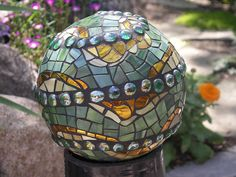 great idea!  and guess who has access to all the bowling balls I want! lol garden mosaic... ok it's a bowling ball