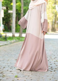 Feel pretty in our lovely Hasna Abaya. Made with soft, lightweight Nida, the Hasna Abaya will keep you cool and chic in even the warmest weather. Islamic Fashion, Muslim Fashion, Niqab Fashion, Fashion Dresses, Abaya Designs Latest, Simple Abaya Designs, Burqa Designs, Satin Duchesse, Modern Abaya