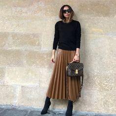 La jupe longue - New Ideas Work Fashion, Modest Fashion, Skirt Fashion, Fashion Looks, Fashion Outfits, Womens Fashion, Fashion Trends, Fashion Ideas, Fashion 2018