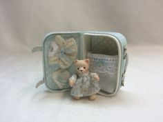 Handmade suitcase with articulated Teddy bear. by AnandaMiniaturas