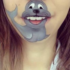 London-based makeup artist Laura Jenkinson turns her lips Into cute cartoon characters.