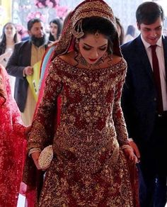 Classy Indian Wedding Dresses For Womens Pakistani Wedding Dresses, Pakistani Outfits, Indian Dresses, Indian Outfits, Asian Wedding Dress, Desi Bride, Desi Clothes, Bridal Outfits, Mode Outfits