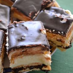 The royal cake is never boring, it is a Polish classic.- Ciasto królewskie nigdy się nie nudzi, to polski klasyk. Dlatego i wy powinni… The royal cake is never boring, it& Polish … - Polish Desserts, Polish Recipes, Cookie Desserts, Just Desserts, Delicious Desserts, Dessert Bars, Dessert Drinks, Chocolate Pastry, Baking Recipes