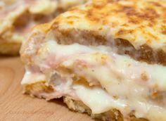 La Torta Pancarre è un piatto delizioso, preparato con delle fette di pancarrè farcite con prosciutto, formaggio e besciamella. È facilissima da realizzare!