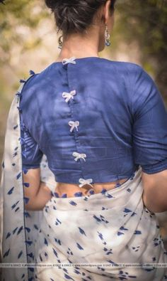 Top Latest Saree Blouse Back Neck Designs with Catalogue in 2020 - - Find and explore top 15 latest saree blouse designs 2020 model trending on internet. View more latest blouse back neck design pattern. Blouse Back Neck Designs, Cotton Saree Blouse Designs, Stylish Blouse Design, Fancy Blouse Designs, Latest Saree Blouse Designs, Saree Blouse Patterns, Skirt Patterns, Latest Sarees, Coat Patterns