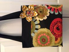 Cute tote bag with removable flower pin