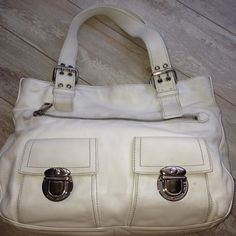 MARC JACOBS Off White STELLA Tote Handbag leather MARC JACOBS Off White STELLA Shoulder Bag Top Stitching Handbag Satchel Purse pushlock   PReOwned  No dustBag   Liner dirty  Scuffing    Stitching is tight  Zipper smooth   A lot of life left. Marc Jacobs Bags Totes