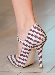 Tory Burch heels at NY Fashion Week [via Shoe Girl]. Gimme!!!