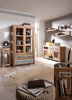 Vitrine aus Holz in orientalischem Ethno-Stil Home Design, Ethno Design, Spirit Of Summer, Best Decor, Beautiful Color Combinations, Liquor Cabinet, Layout, Storage, Furniture