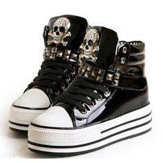 Quiero comprar estos zapatos.                                                                                                                                                      Más