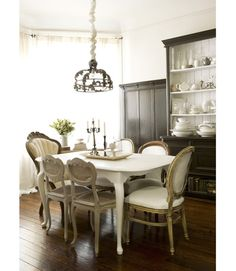 love the white table!
