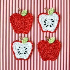 Ideas For Crochet Coasters Apple Crochet Apple, Crochet Fruit, Crochet Food, Love Crochet, Crochet Crafts, Crochet Flowers, Diy Crochet, Crochet Motifs, Crochet Stitches