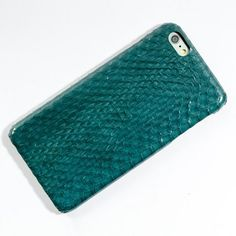 Bethge | Dark shades of soft turqouise. This iPhone 6 Cover is made from exotic snake leather.