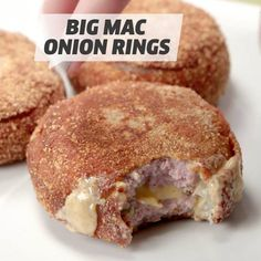 Big Mac Onion Rings Onion rings like you've never seen them before. Baked Onion Rings, Onion Rings Recipe, Fun Baking Recipes, Cooking Recipes, Baked Onions, Big Mac, Food Videos, Recipe Videos, Appetizer Recipes