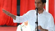 """PRESIDEN Joko Widodo (Jokowi) blak-blakan mengakui, birokrasi cenderung untuk menerbitkan sebanyak mungkin peraturan.    """"Banyak sekali. Sebetulnya hanya syarat, tapi diubah menjadi izin. Itu perizinan kita ini memang bukan lagi puluhan tapi sudah ratusan. Semua pakai izin,"""