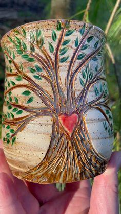 Ceramics Pottery Mugs, Pottery Bowls, Ceramic Pottery, Pottery Designs, Pottery Ideas, Irish Pottery, Pottery Angels, Terracotta Flower Pots, Sgraffito
