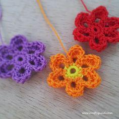 free crochet flower pattern ༺✿ƬⱤღ  http://www.pinterest.com/teretegui/✿༻