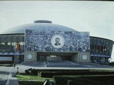 Romania 1984-1986 vazuta din ambasada SUA | Muzeul de Fotografie Socialist State, Warsaw Pact, Central And Eastern Europe, Bucharest Romania, My Town, Time Travel, Germany, Building, Trade Fair