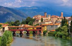 Bassano del Grappa Ponte Vecchio in northern Italy Places Around The World, Oh The Places You'll Go, Places To Visit, Around The Worlds, Festival Medieval, Vicenza Italy, What A Beautiful World, Paradise On Earth, Countries To Visit