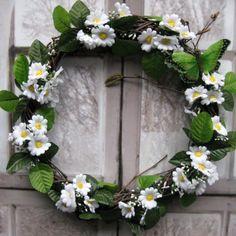 Jarní Věneček z břízy, látkové květiny, motýl, průměr 29 cm