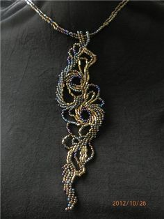 An intriguing, freeform variation on St. Jewelry Crafts, Jewelry Art, Handmade Jewelry, Jewelry Design, Bead Jewellery, Seed Bead Jewelry, Jewelery, Beaded Rings, Beaded Necklace