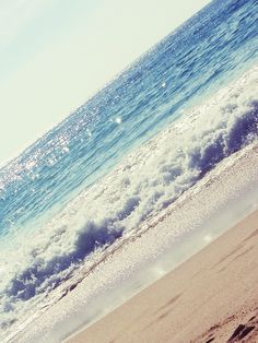 Ahhh the ocean. What I would give to live right by it. One day. I will make it true. :)