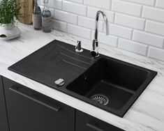 Black Kitchen Taps, Granite Kitchen Sinks, Composite Kitchen Sinks, Black Sink, Black Kitchens, Kitchen Reno, Kitchen Ideas, Sink Taps, Küchen Design