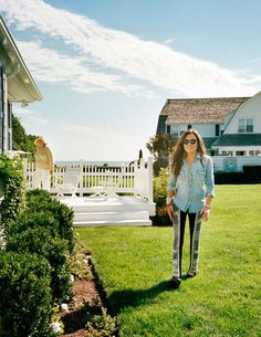 Kick Kennedy at the Cape Cod compound with her grandmother Ethel in the background, from Town & Country December. Photograph by Jonathan Becker Los Kennedy, John F Kennedy, Kennedy Town, Ethel Kennedy, Balmain Pants, Kennedy Compound, Town And Country Magazine, Minnetonka Shoes, Jfk