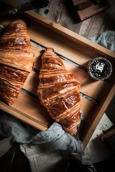 Croissant Bread, Bread Bun, Amazing Food Photography, Photography Ideas, Bake Croissants, Ciabatta, Light Recipes, Bff, Milk