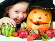 Zu Halloween können Sie mit Ihren Kindern tolle Sachen aus Kürbissen basteln. Plus: die betsen Rezepte mit Kürbis.