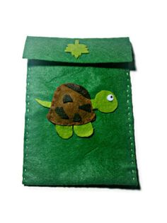 green phone holder of felted fabric with tartle 14 by Buttonstyle, €5.00