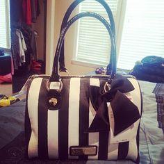 <3 betsey johnson purse