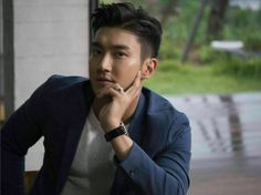 """On the November 2 broadcast of SBS Power FM's """"Kim Chang Ryeol's Old School,"""" Super Junior member Kangin filled in for Kim Chang Ryeol as a special DJ. During the broadcast, Kangin said that the member he'd most like to try double DJing with is none other than Choi Siwo..."""