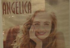 Os mais variados trabalhos de Angélica são representados em fotos no camarim dela (Foto: Gshow)