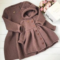 Simple and cute baby cardigan free pattern images for 2019 kids crochets – Artofit Crochet Baby Costumes, Crochet Baby Clothes, Baby Cardigan Knitting Pattern Free, Baby Knitting Patterns, Winter Baby Clothes, Baby Coat, Crochet Coat, Baby Sweaters, Crochet Fashion