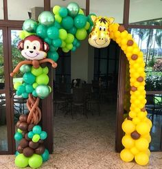 Super funny giraffe and cute monkey is smiling to you right in the front of the party ! Giraffe Birthday Parties, Safari Theme Birthday, Jungle Theme Parties, Wild One Birthday Party, Baby Boy Birthday, Safari Party, Balloon Decorations Party, Birthday Party Decorations, Baby Shower Decorations