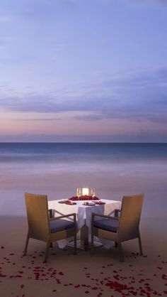 I want a romantic dinner on the beach. Come to think of it, I've never even been to the beach...