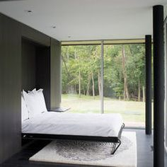 Small room murphy bed ideas cozy fold down beds for small spaces modern bedroom dark floor and bed and home interior decorations ideas Contemporary Bedroom, Modern Bedroom, Bedroom Small, Minimalist Bedroom, Modern Minimalist, Girls Bedroom, Contemporary Style, Cama Murphy Ikea, Murphy-bett Ikea