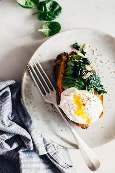 Breakfast Avocado Egg Stuffed Sweet Potato healthy mom, busy mom, healthy recipes, health and fitness, healthy tips Avocado Breakfast, Healthy Breakfast Recipes, Brunch Recipes, Healthy Snacks, Healthy Eating, Healthy Recipes, Breakfast Ideas, Drink Recipes, Yummy Recipes