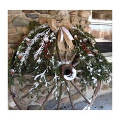 Country Christmas Decor: Festive Vintage Wagon Wheel! Need to do this 2014