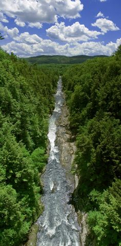 Quechee Gorge (image taken by motlynch) on the Ottauquechee River in #VT near the #NH border. Beautiful!