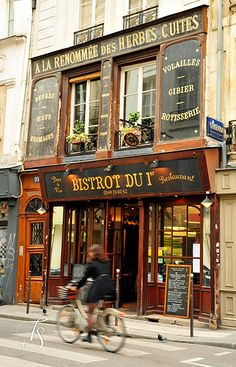 #Paris bistros in the afternoon. The onion soup is especially good!