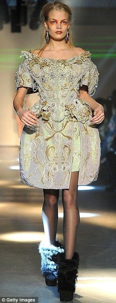 Vivienne Westwood Ready-To-Wear Fall/Winter 2012, modern interpretation of painners not as large as in the eighteenth century.
