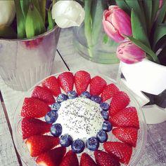 Früchte mal etwas schöner angerichtet. Stawberries, Blueberries, Healty Dessert, Jogurth Clean Eating Diet, Decoration Table, Natural Health, Health And Wellness, Dessert, Raspberry, Healthy Living, Nutrition, Meals