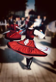 Dance Wallpaper, Folk Dance, Beautiful Costumes, Folk Costume, Korean Beauty, People Around The World, Traditional Outfits, Hungary, Snow White