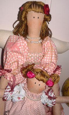 Bonecas Tilda mãe, para encantar a mamãe e a futura mamãe de meninas ou meninos...... Tecidos Nacional