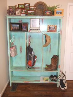 Want to build this so bad! This finish is a little more distressed than I would go for, but great color. LOVE the photo display on top! All my photos got put away when Liam became mobile. Mudroom Cabinets, Diy Cabinets, Bookshelf Plans, Bookshelves, Easy Diy Projects, Home Projects, Furniture Plans, Furniture Refinishing, Diy Furniture